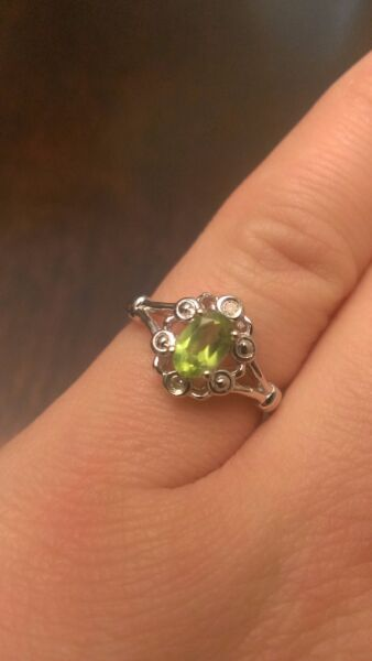 STERLING SILVER NATURAL GENUINE 12 CT GREEN PERIDOT & DIAMOND RING - SIZE 9