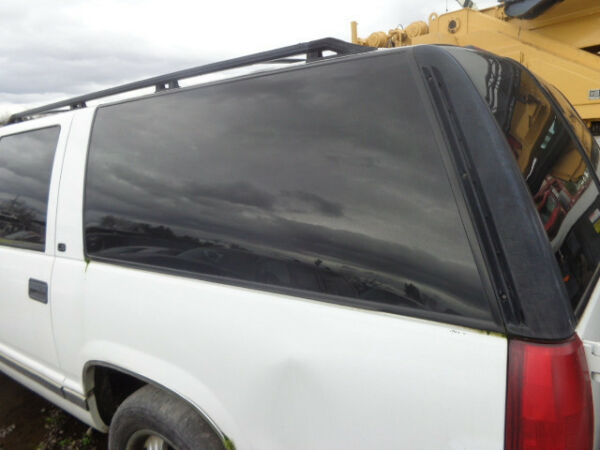 Driver Rear Quarter Glass Chevy Suburban 96 97 98 99