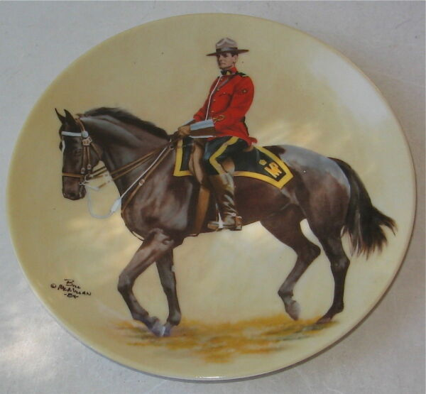 ROYAL CANADIAN  MOUNTED POLICE VINTAGE COLLECTORS PLATE