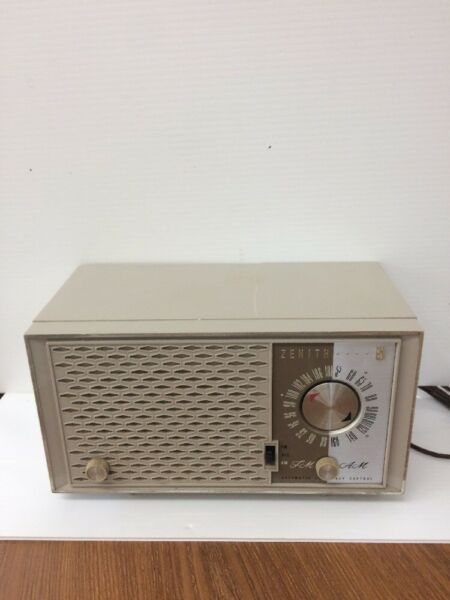 Zenith FmAm Automatic Frequency Control Radio Antique Has Crack On Top