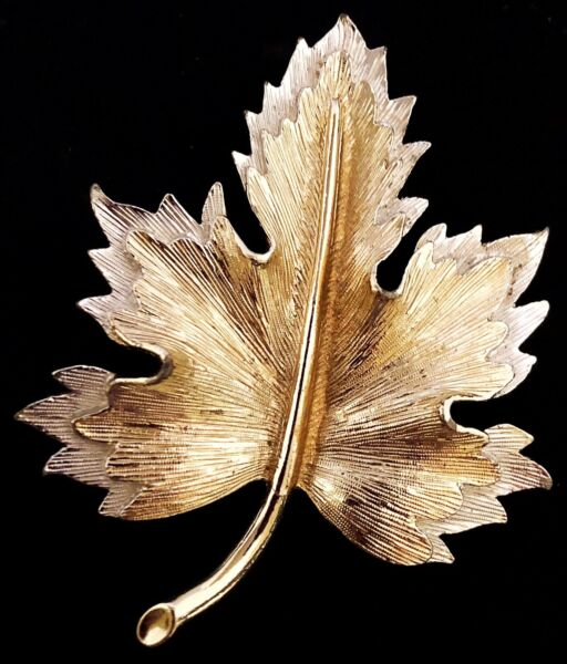 VINTAGE - SIGNED SARAH COV (COVENTRY) - TWO TONE MAPLE LEAF BROOCH