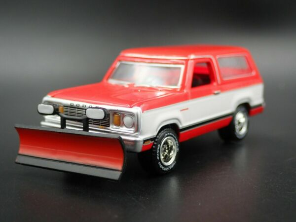 1977 77 DODGE RAMCHARGER W SNOW PLOW & HITCH RARE 164 SCALE DIECAST MODEL CAR