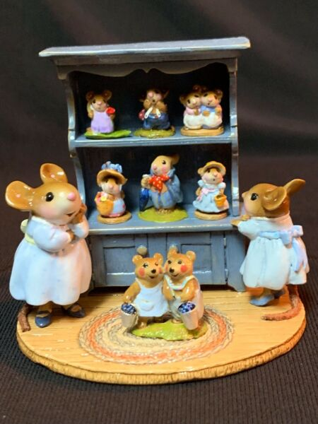 WEE FOREST FOLK RETIRED SPECIAL COLOR BLUE CURIO w ALL 7 RETIRED ANNETTES MINIS