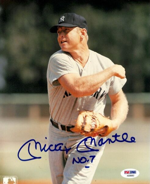 MICKEY  MANTLE  -  8  X 10  GLOSSY  SIGNED  PHOTO  REPRINT