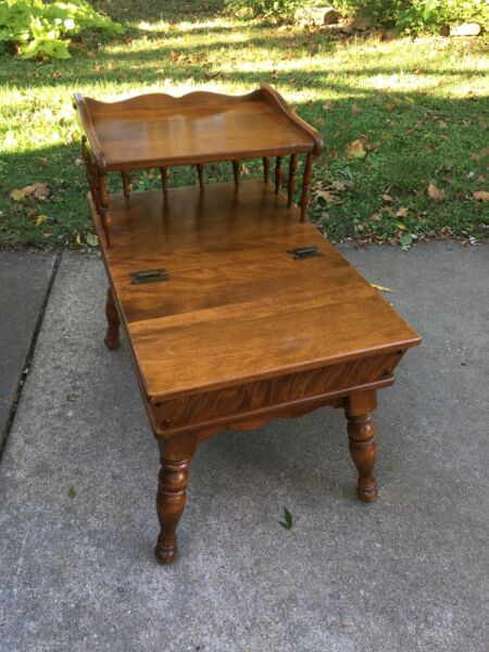 Ethan Allen American Traditional End Table With Hinged Lid For Storage