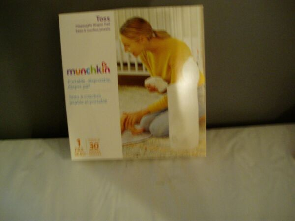 New in box Munchkin Portable Disposable Diaper Pail 1 Pack Holds 30 Diapers