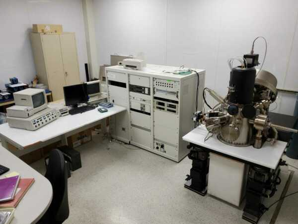 Microlab 350310F Auger Electron Spectrometer  Complete System Free Freight