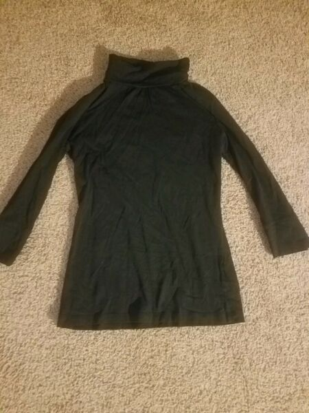 New York 3 4 Sleeve Turtle neck Pullover in Black $7.00