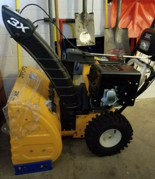 CUB CADET 3X 26quot; Three Stage Snow Blower Yellow color Excellent condition
