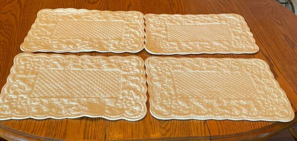SET OF 4 QUILTED IVORY PLACEMATS SCALLOPED EDGES TWO SIDED 17quot; X 12quot;