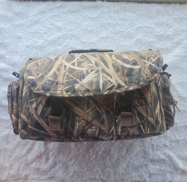 Ducks Unlimited Mossy Blades Camo Blind Bag