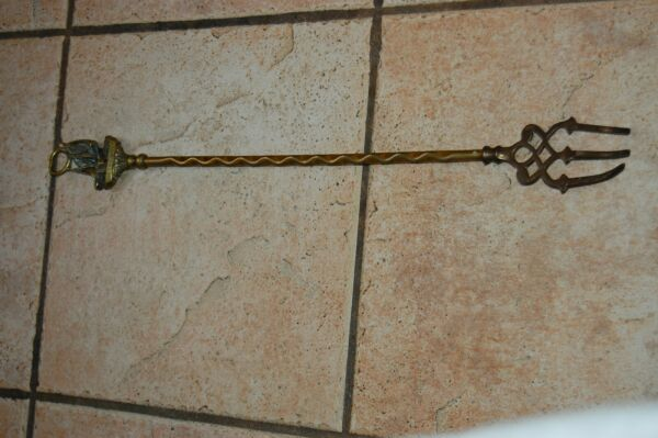 ANTIQUE BRASS HEARTH FIREPLACE 19 3 4quot; TOASTING FORK quot;WHIT BY SMACKquot; NO.18391