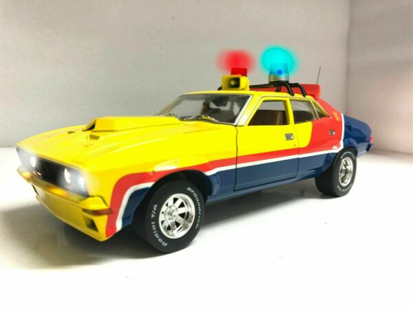 First V8 Ford XB Falcon INTERCEPTOR MFP 1974 1 18 WORKING Police LIGHTS Ut Scale