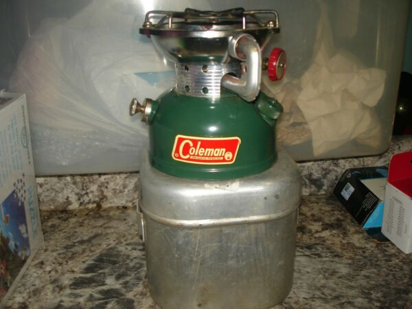 COLEMAN STOVE quot;SPORSTER 502 STOVE 12 64 With Metal Case Nice