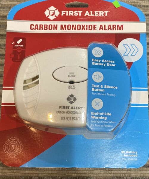 New First Alert Carbon Monoxide Detector Battery Operated Easy Access Button $17.99