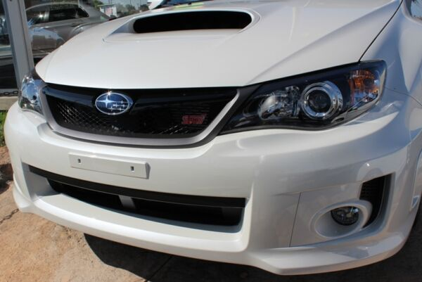 NEW Genuine OEM Subaru 2011 STi Front Grille with Star & STi Badge NEW NR