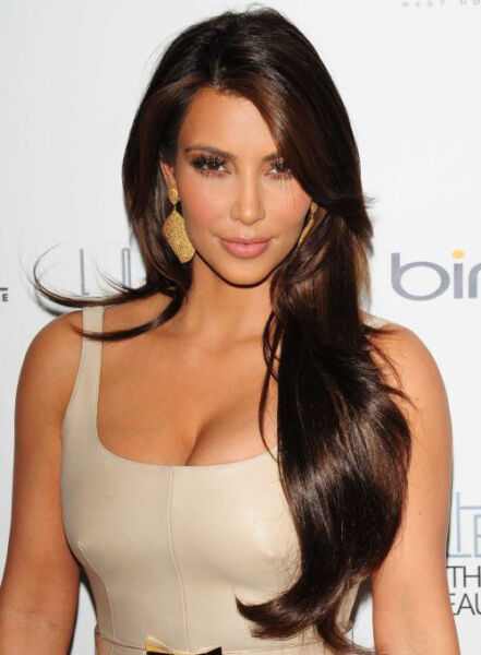 KIM KARDASHIAN STYLING MIDDLE PART LONG NATURAL STRAIGHT AUBURN HAIR WIG