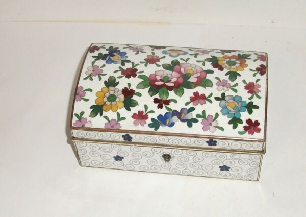 JAPANESE FLORAL CLOISONNE WHITE ENAMEL TRINKET JEWELRY TRUNK LOCK BOX WITH KEYS