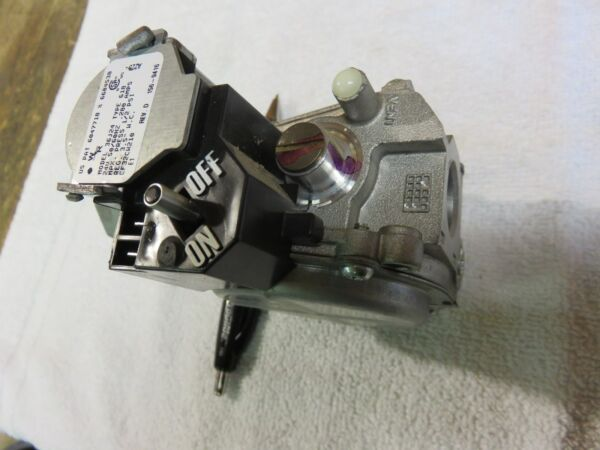 CARRIER FURNACE GAS VALVE  WHITE RODGERS  36J24 TYPE 618 PART #  EF32CW210