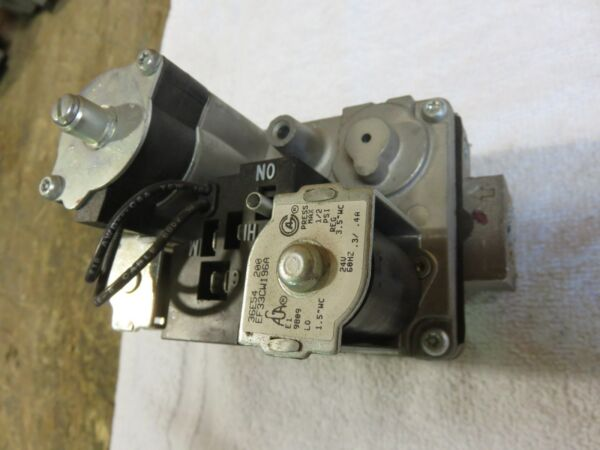 CARRIER GAS FURNACE GAS VALVE WHITE ROGERS 36E54 200  PART # EF33CW196A
