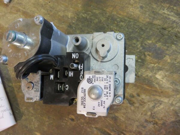 CARRIER GAS FURNACE GAS VALVE WHITE ROGERS 36E55 218 PART # EF33CW200