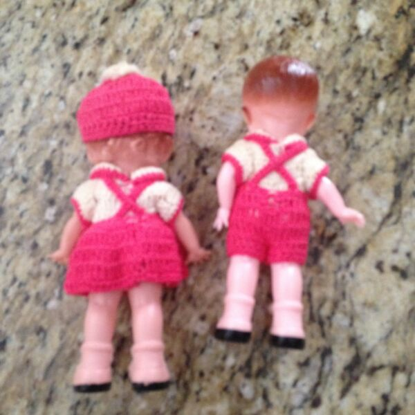 TWIN DOLLS -- GIRL & BOY -- Vintage matching knitted outfits