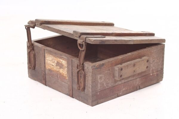 OLD AMMUNITION CRATE WOODEN CHEST materialkiste WWII Armed Forces Flak