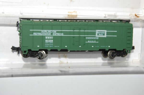 trix Austria burlington refrigerator express box car n scale train