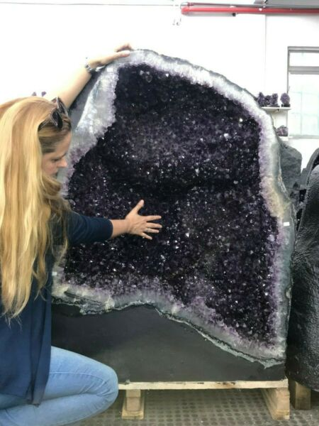 GIANT * AMETHYST CHURCH * EXTRA QUALITY * 521 Kgs = 1.150 Lbs ALL OFFERS WELCOME