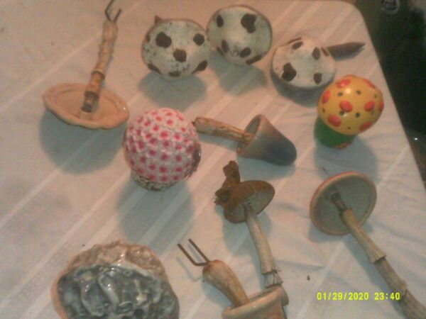 LOT OF 11 USED OUTDOOR MUSHROOM DECORATIONS RESIN PORCELAIN MADE SOME GROUND STA $69.99