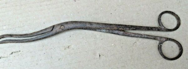 Vintage Surgical Clay Clamp Curved Iron SCISSOR Medical hand tool RUSTIC No mark