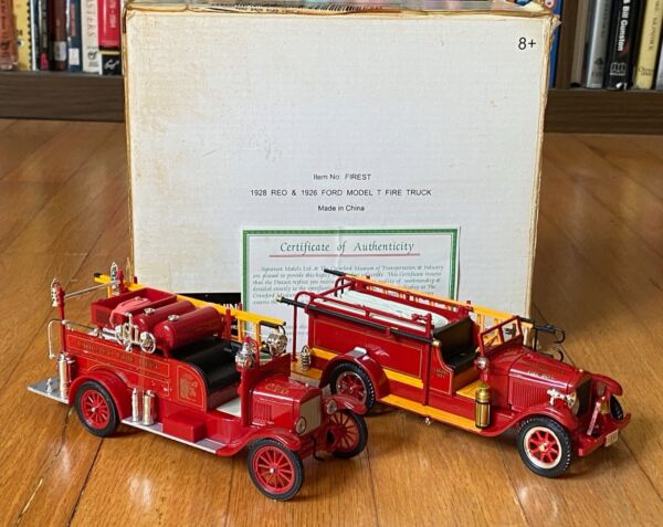 1926 Ford Model T 1928 REO Fire Truck by Signature 1:32 Die Cast fire engine