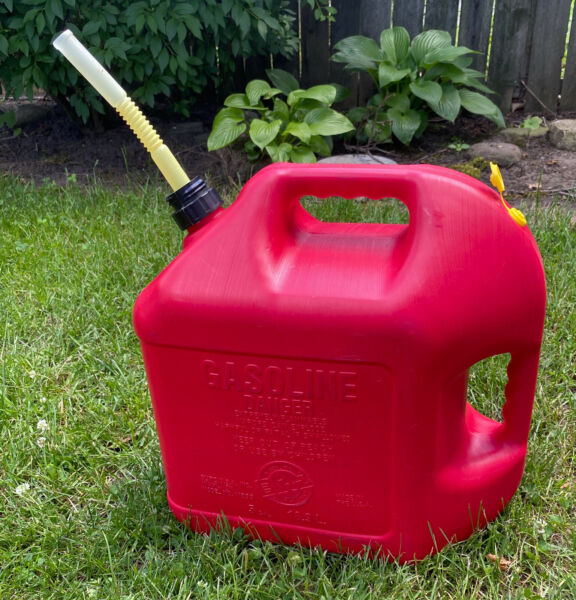 VINTAGE BLITZ 5 GALLON GAS CAN OLD TYPE REAR VENTED RED POLY MODEL 11833 $58.00