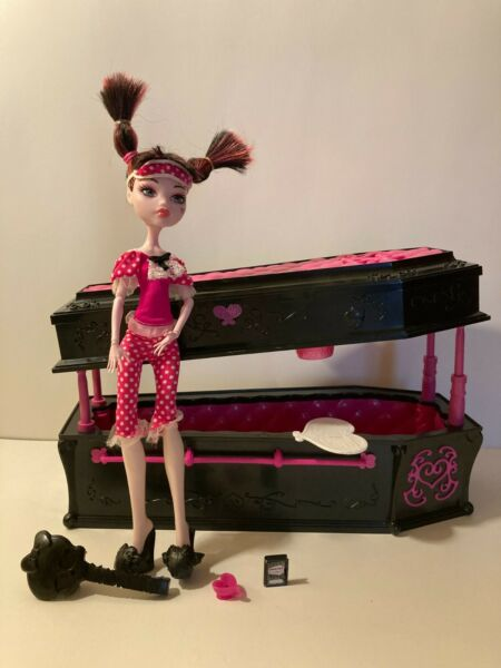 Monster High Draculaura Doll amp; Jewelry Box Coffin Set $19.95