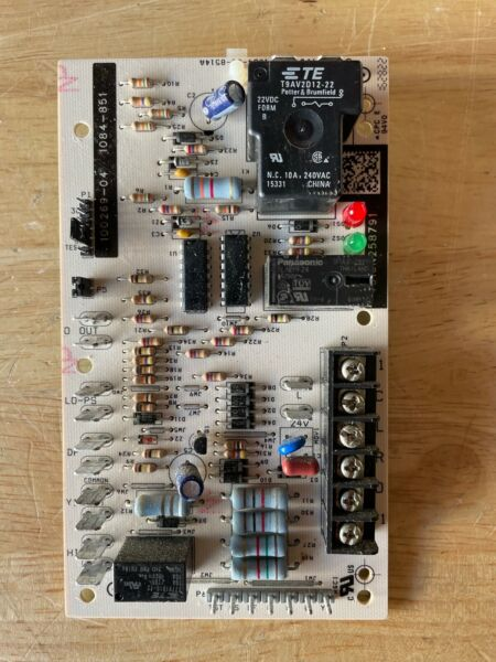 Lennox Honeywell Armstrong 100269 04 Defrost control board 1084 851 #c69 2 $36.68