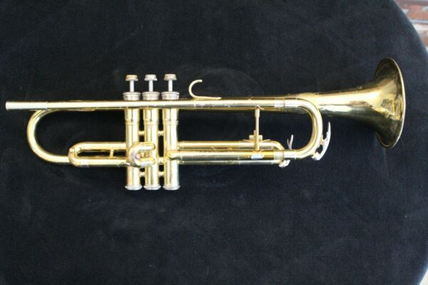 King Cleveland 600 trumpet used lacquer finish