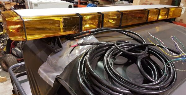New 55quot; Whelen 9M Edge Series Lightbar 8 Strobes 4 Flashers Take downs