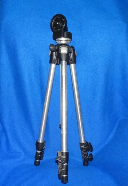 NICE MANFROTTO 3001N Professional Tripod UPTO 57quot;3130 MANFROTTO HEAD SEE PICS