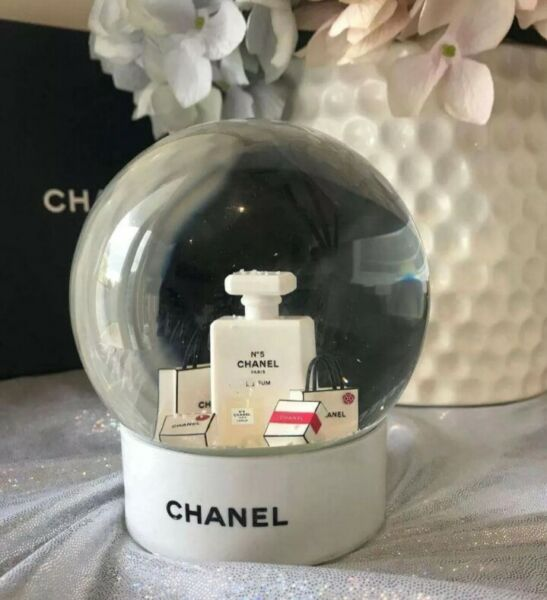 Rare 2016 White CHANEL Snow Globe Pink Snow Christmas gift Limited VIP (DHL)
