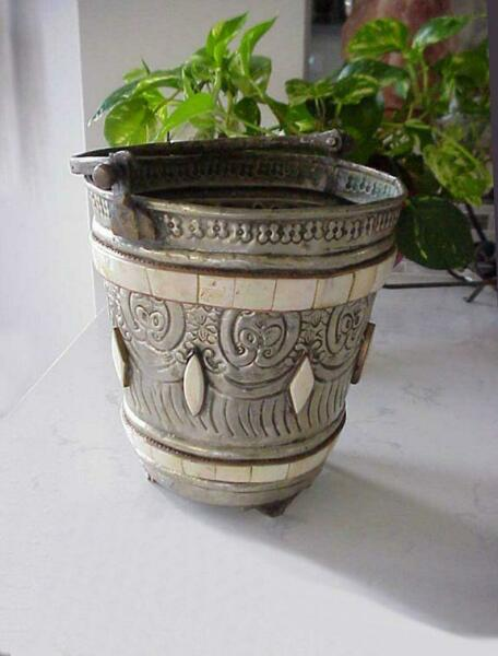 ANTIQUE FOOTED TOOLED ALUMINUM METAL BUCKET PAIL w HANDLE & SHELL DECOR