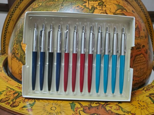 Multiple Arrow Jotter Pens 12 total pens 3 different colors.