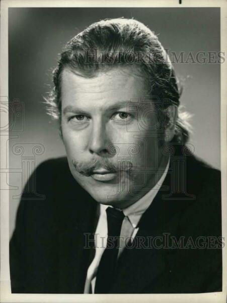 1977 Press Photo Actor Albert Salmi in