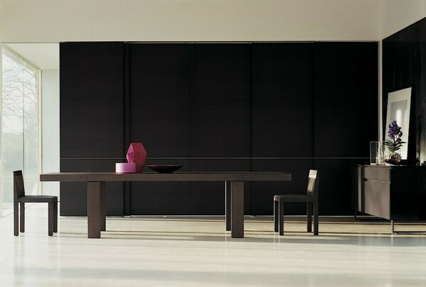 GLOBO Extendable Dining TableMade in Italy by MOLTENI amp; CDesigned by LUCA MEDA