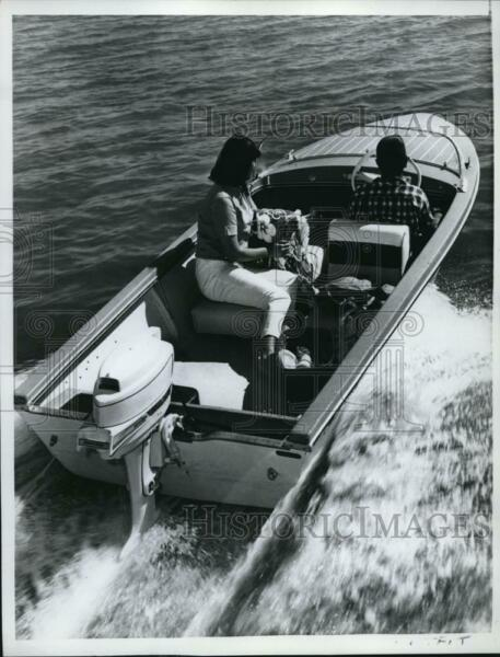 1962 Press Photo Outboard motor boat cost $1100 including cost of trailer. $19.99