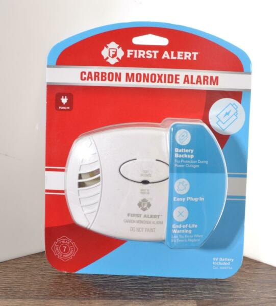New First Alert Carbon Monoxide Alarm Battery Operated 9V Included Plug In CO60 $18.99