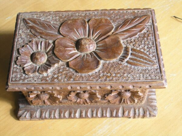 Antique Larger Tramp Hobo Art Hand Carved Wooden Jewelry Trinket Box Floral