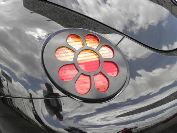98-05 VW VOLKSWAGEN BEETLE DAISY FLOWER TAIL LIGHT PAINTABLE BLACK 2PC COVERS
