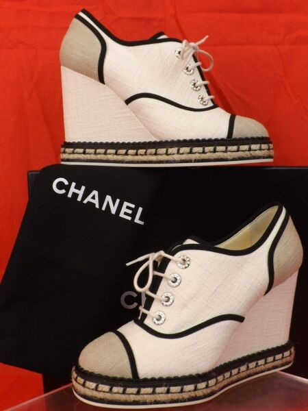 NIB CHANEL BEIGE CANVAS SUEDE PEARLS CC LOGO ESPADRILLE WEDGE SNEAKERS 38 $975