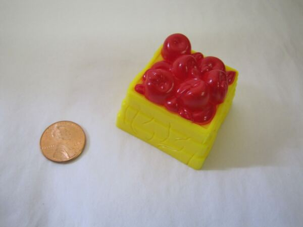 Fisher Price Little People RED APPLES FOOD CRATE BIN for FARM GROCERY STORE #1