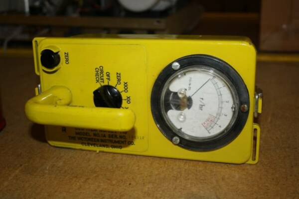VICTOREEN CDV 715 GEIGER COUNTER VERY NICE